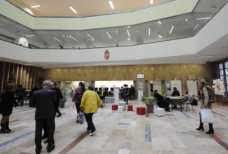 Átadták a Csongrád Megyei Kormányhivatal felújított közpo