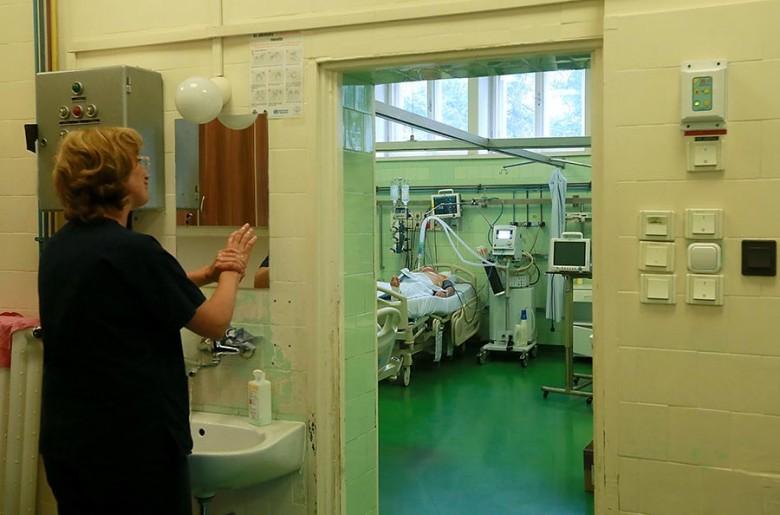 Hazánkban 2014-ben 111, járványt okozó kórházi fertőzést regisztráltak, ezekben 1300-an betegedtek meg