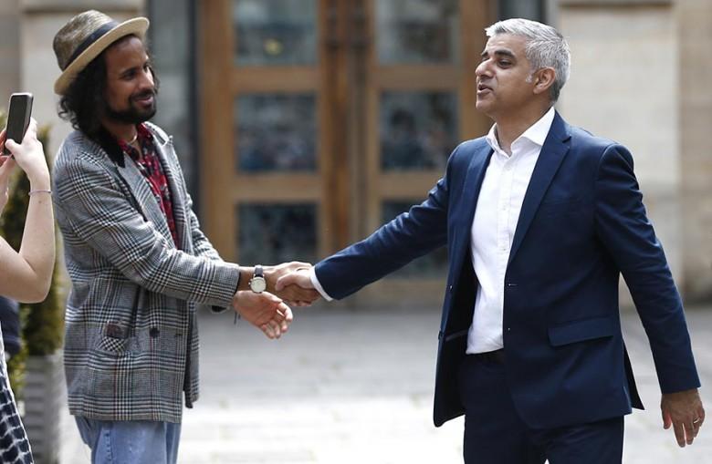 A multikulturális főváros lakóit jobban érdekelték Sadiq Khan (jobbra) képességei, mint vallása