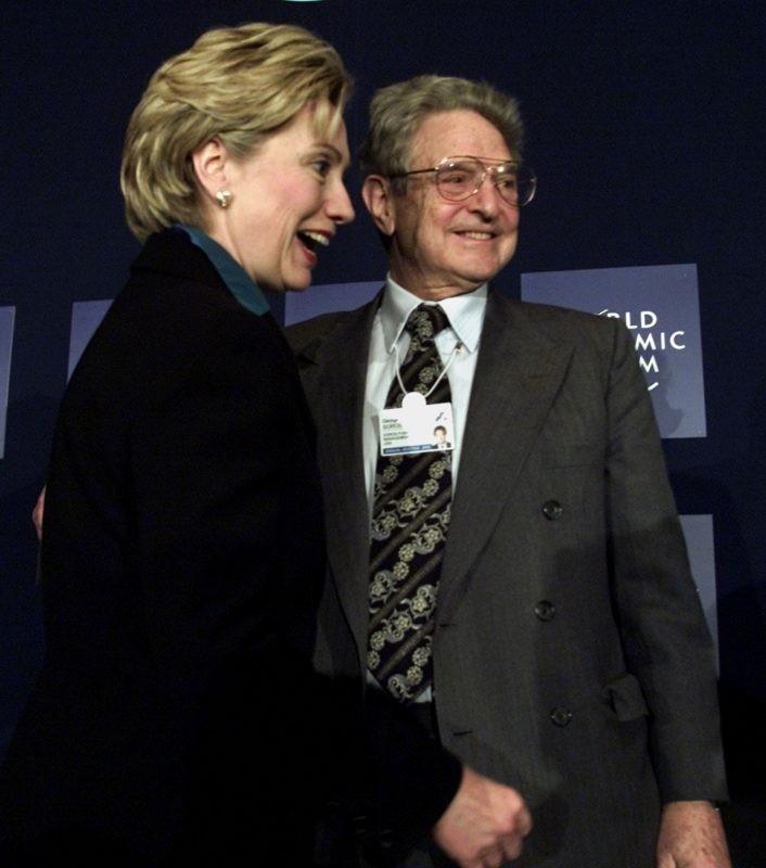 Hillary Clinton legnagyobb támogatójával, Soros Györggyel