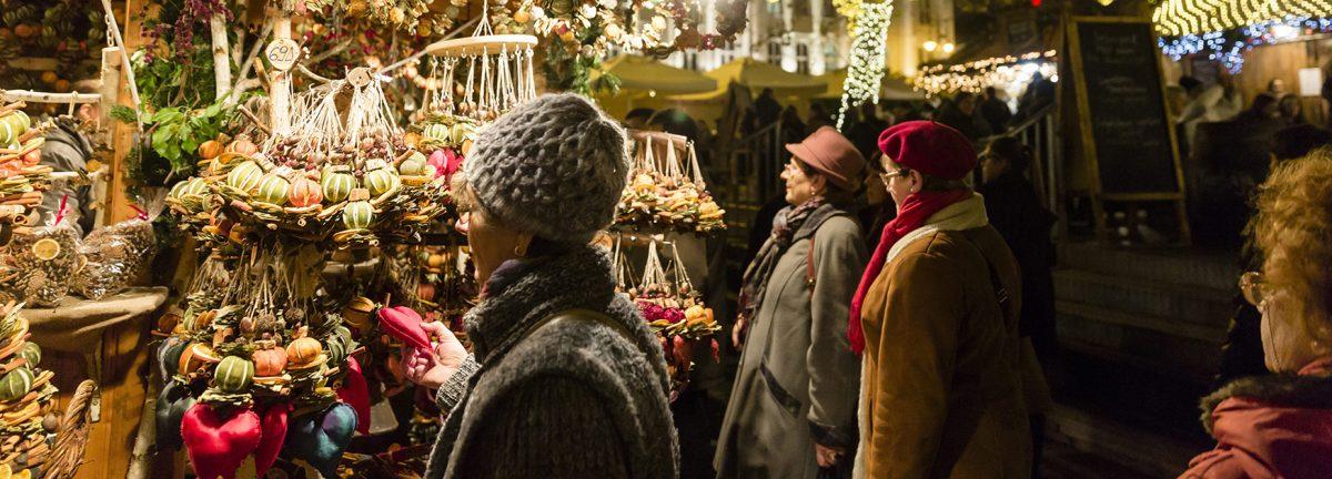 Budapest, 2014. december 17. Karácsonyi vásár a budapesti Vörösmarty téren 2014. december 17-én. MTI Fotó: Mohai Balázs