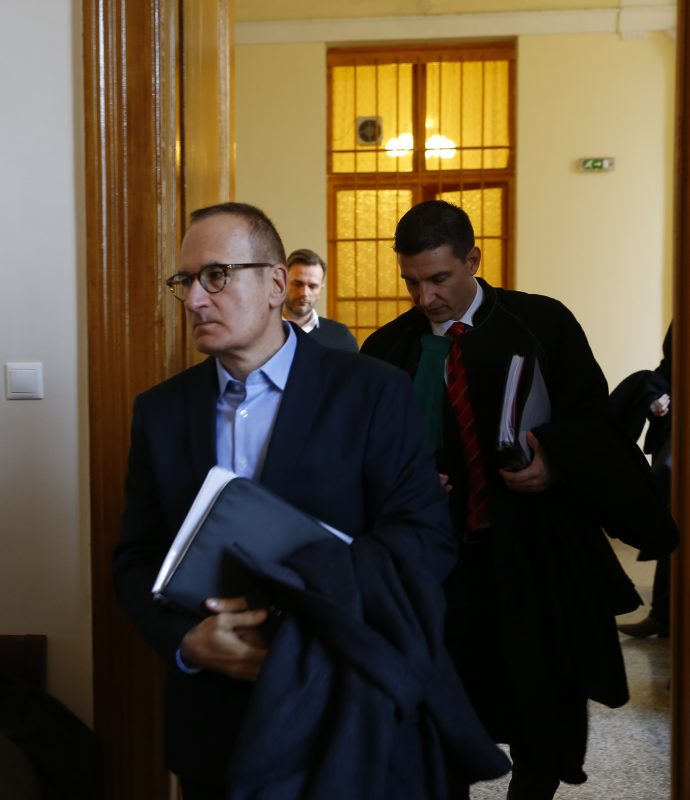 A tárgyalásra érkezik az MSZP egykori elnökhelyettese