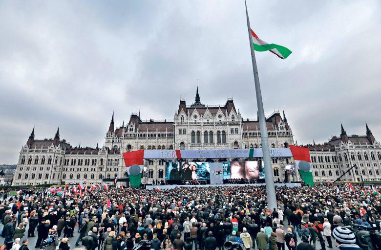 Az 1956-os forradalom hatvanadik évfordulóján Orbán Viktor úgy fogalmazott: a szovjet birodalomnak azért tört belénk a foga, mert ragaszkodtunk nemzeti eszményeinkhez és összefogtunk
