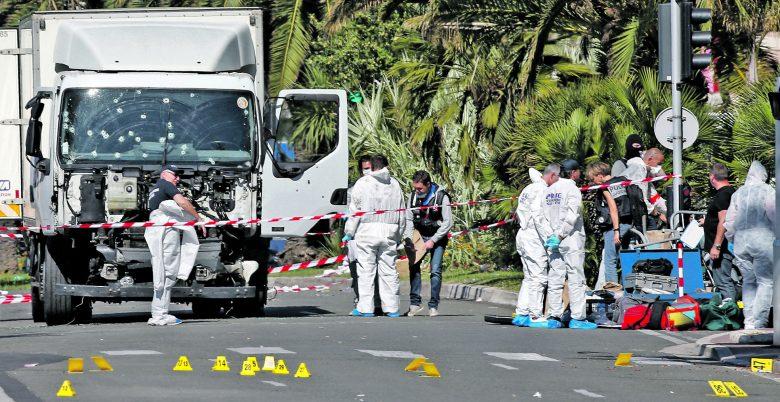 Helyszínelés a július 14-i gázolásos merényletet követően Nizzában