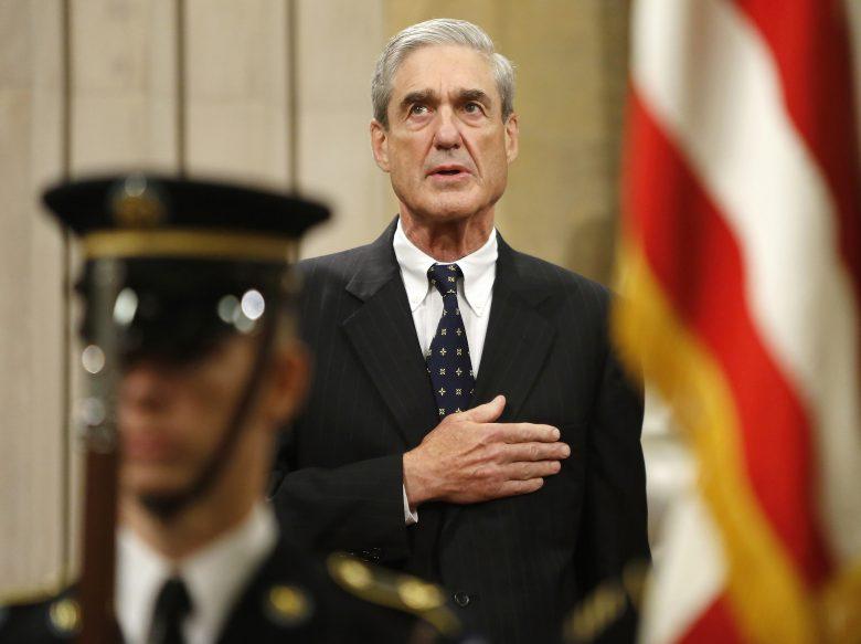Robert Mueller eskütétele. Sötét titkok tudója lehet a volt FBI-vezető