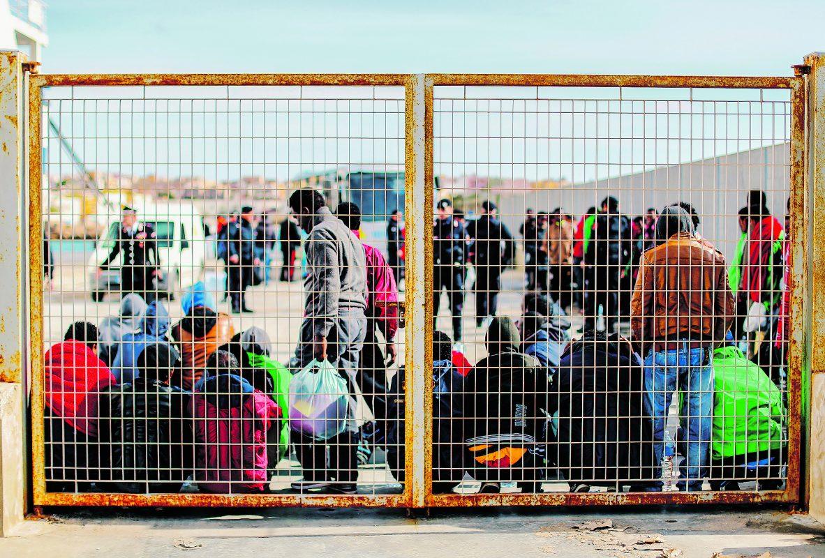 Lampedusának elege van az erőszakos migránsokból