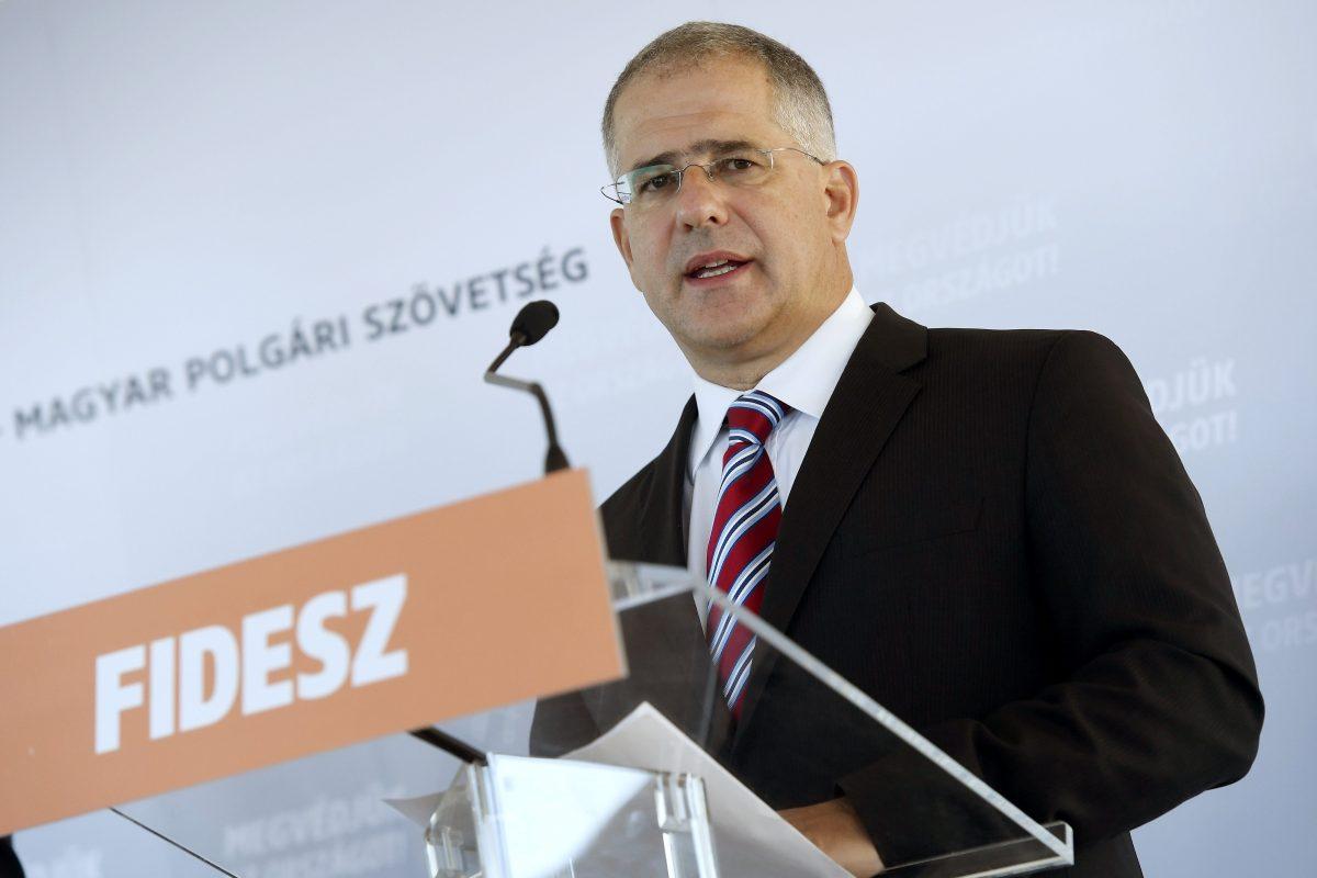 Kósa Lajos: Soros nem hajlandó a magyar törvények betartására