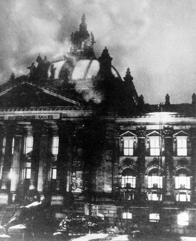 Jel világforradalomra – A Reichstag-per vádlottjának útja az SS-be
