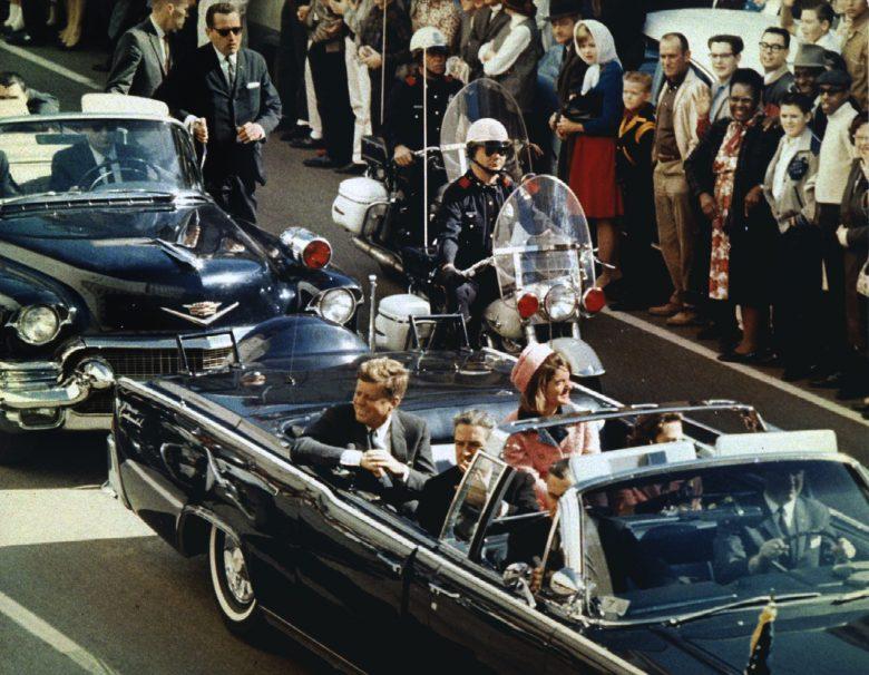 Ikonikus képkocka 1963-ból, az egykori elnök utolsó pillanatairól