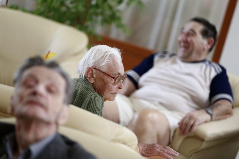 A kormány szeretné, ha az ország gazdasági sikereiből az idős emberek is részesülnének
