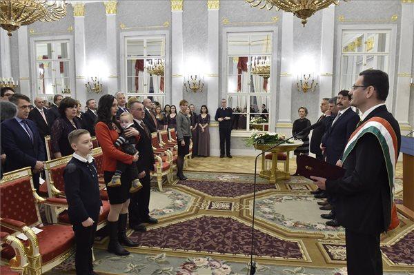 Áder János: politikai nemzetünk egységét ünnepeljük