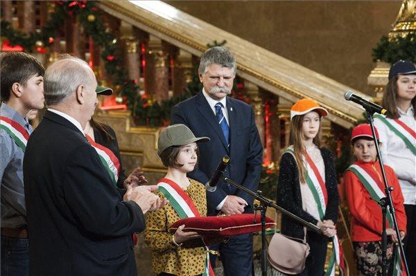 Gyerekek ünnepelték a karácsonyt az Országházban