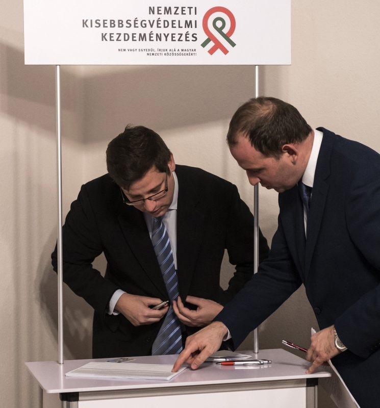Gulyás Gergely és Csáky Csongor: ide kell a szignó!