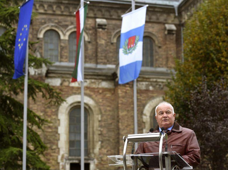 A XV. kerületi Fidesz úgy véli, a polgármester szavazatszerzésre használja fel az uniós forrásokat