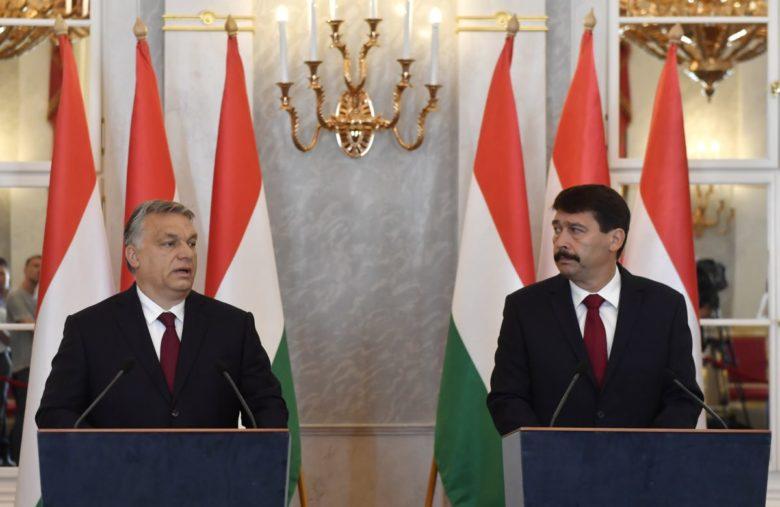 Orbán Viktor miniszterelnök és Áder János köztársasági elnök a Sándor palotában tartott sajtótájékoztatójukon